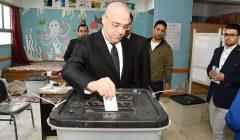 صور | وزير الإسكان يدلي بصوته في استفتاء التعديلات الدستورية بمدرسة المقطم لغات