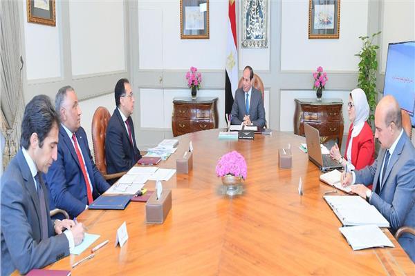 الرئيس السيسي يبحث مع 7 مسئولين كبار خطوات تنفيذ «التأمين الصحي الشامل»