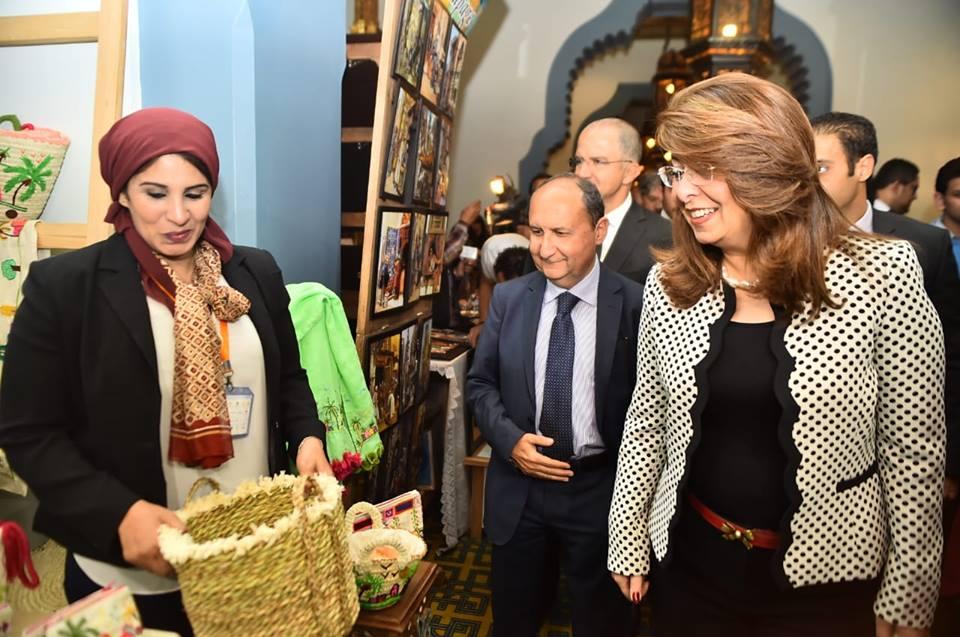 صور | وزيرة التضامن الاجتماعي تفتتح معرض الحرف اليدوية وتشيد بالمعروضات