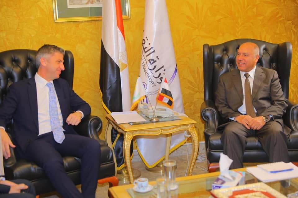 صور | وزير النقل يبحث مع السفير القبرصي بالقاهرة سبل دعم النقل البحرى