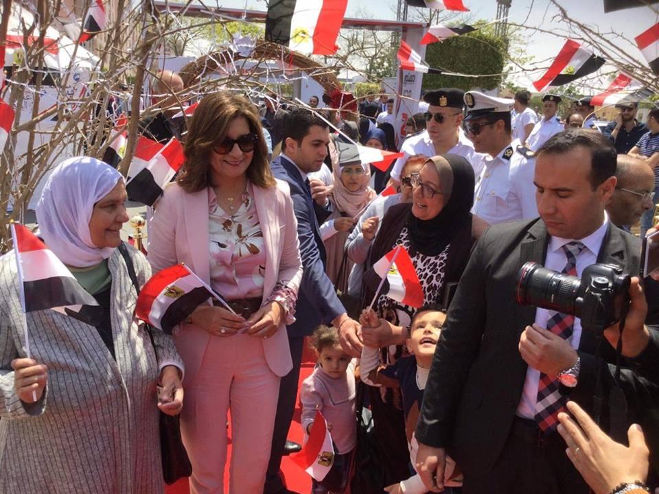 صور | وزيرة الهجرة تدلي بصوتها في الاستفتاء على التعديلات الدستورية