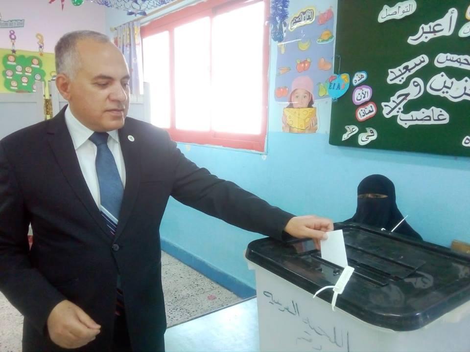 وزير الري يدلى بصوته الانتخابي في الاستفتاء على التعديلات الدستورية