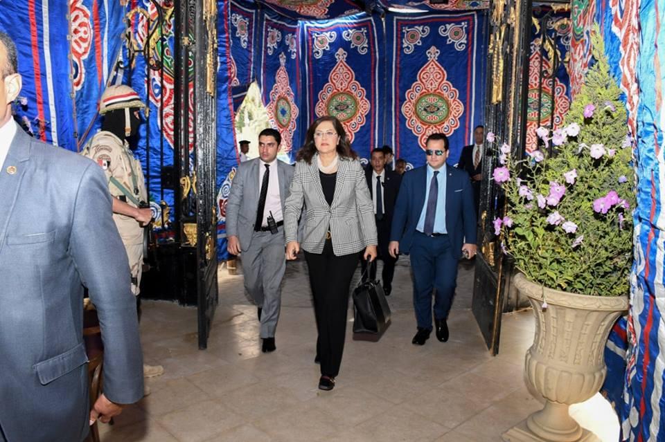 صور | وزيرة التخطيط تدلي بصوتها في الاستفتاء على التعديلات الدستورية بمصر الجديدة