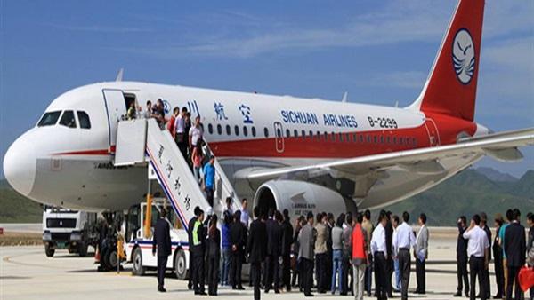 هبوط اضطراري لطائرة في تايوان بعد انبعاث دخان من محركها