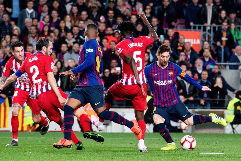 صور | برشلونة يفوز على أتلتيكو بثنائية ويواصل الزحف نحو لقب الدوري الإسباني