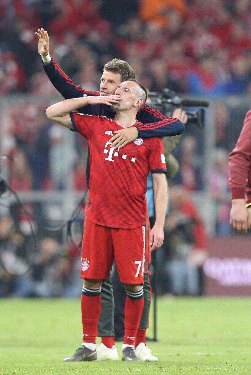 صور | بايرن ميونيخ يسحق دورتموند بخماسية ويستعيد صدارة الدوري الألماني
