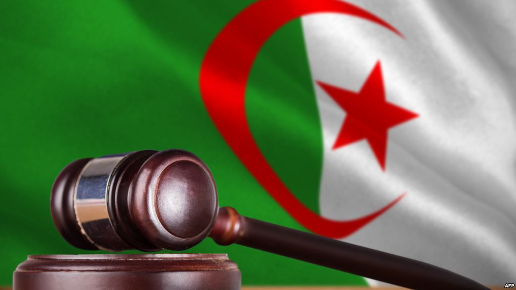 القبض على 5 رجال أعمال جزائريين مقربين من بوتفليقة بتهم الفساد