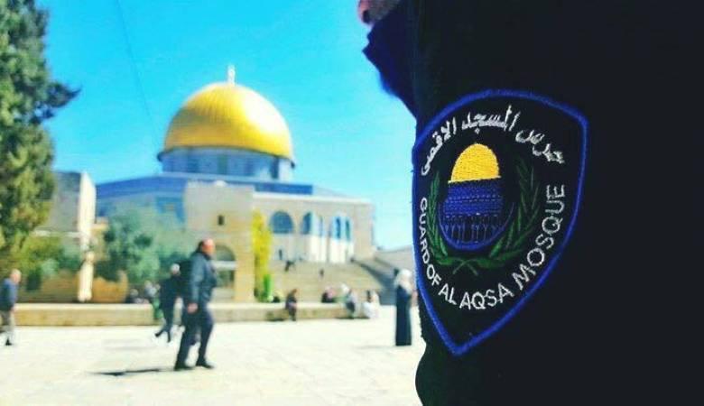 شرطة الاحتلال تعتقل أحد حراس المسجد الأقصى وتعتدي عليه بالضرب
