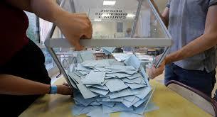 انتهاء أعمال فرز وحصر الأصوات بالاستفتاء على التعديلات الدستورية في لبنان