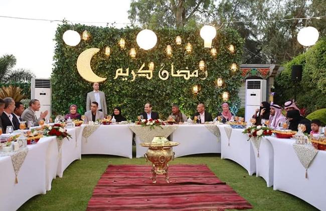 صور  الرئيس السيسي في « إفطار العيلة»: لمست في أفكار المصريين وعيًا بواقعنا