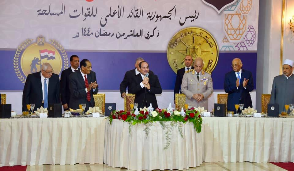 صور| الرئيس السيسي يشارك في حفل افطار القوات المسلحة بمناسبة ذكرى انتصارات العاشر من رمضان