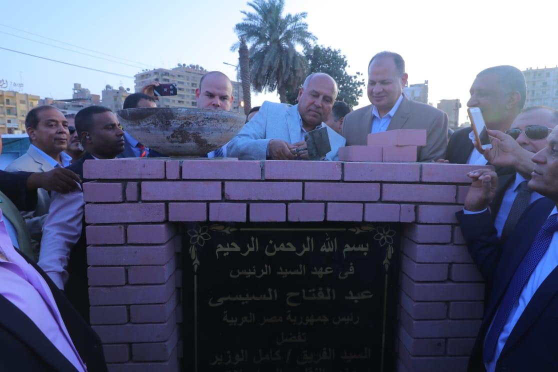 صور  كامل الوزير يشهد وضع حجر أساس لمشروع إستثماري لأراضي تابعة لهيئة السكك الحديدية