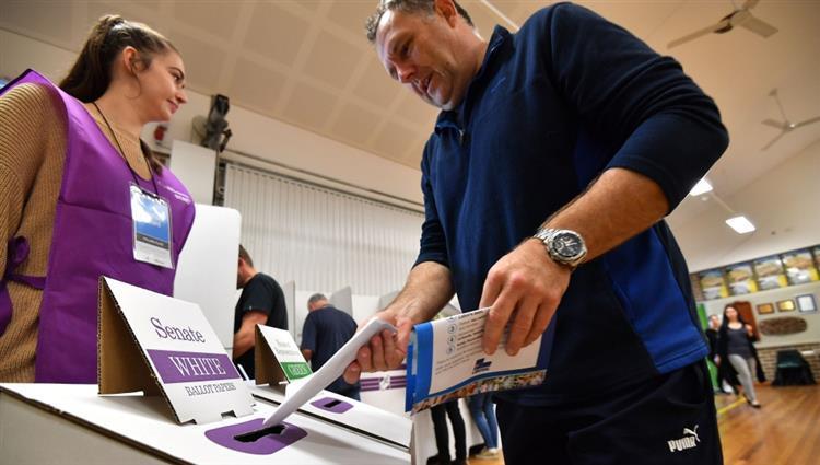 أستراليا : إغلاق صناديق الاقتراع وبدء فرز الأصوات في الانتخابات العامة