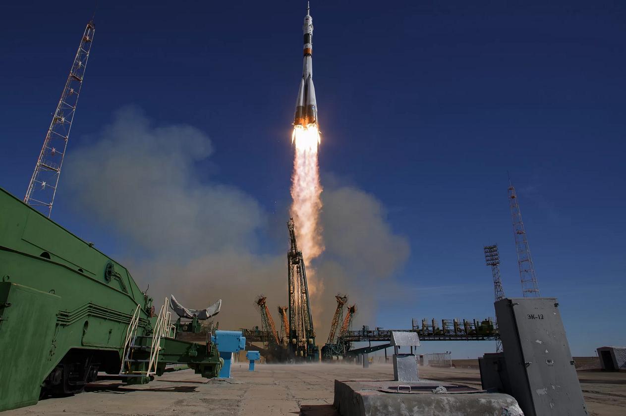 اليابان تطلق للمرة الأولى بنجاح صاروخا خاصا للفضاء الخارجي