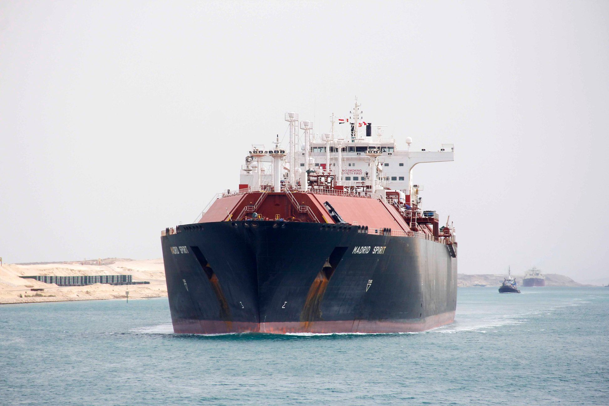 عبور 55 سفينة المجرى الملاحي لقناة السويس بحمولات 4.2 مليون طن