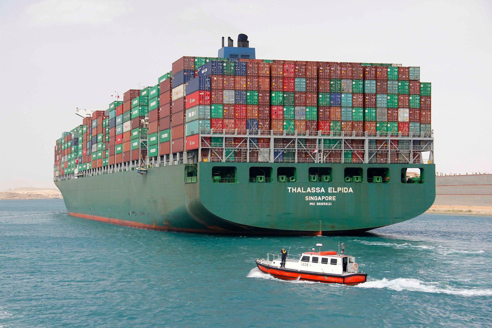 46 سفينة تعبر قناة السويس بحمولات بلغت 3 ملايين و200 ألف طن