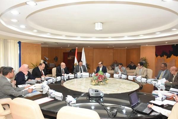 محافظ الشرقية يُشارك اجتماع مجلس إدارة المعهد التكنولوجي العالي بالعاشر من رمضان