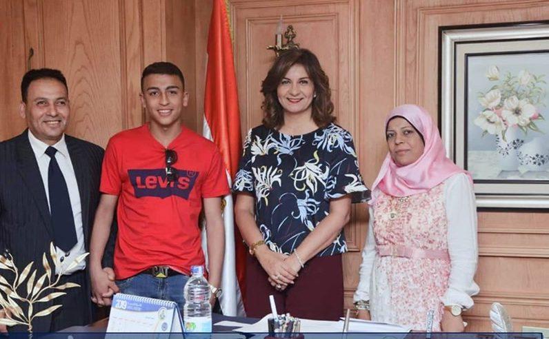 وزيرة الهجرة تستقبل البطل المصري رامي شحاتة الذي أنقذ 51 طالبًا من الموت بإيطاليا