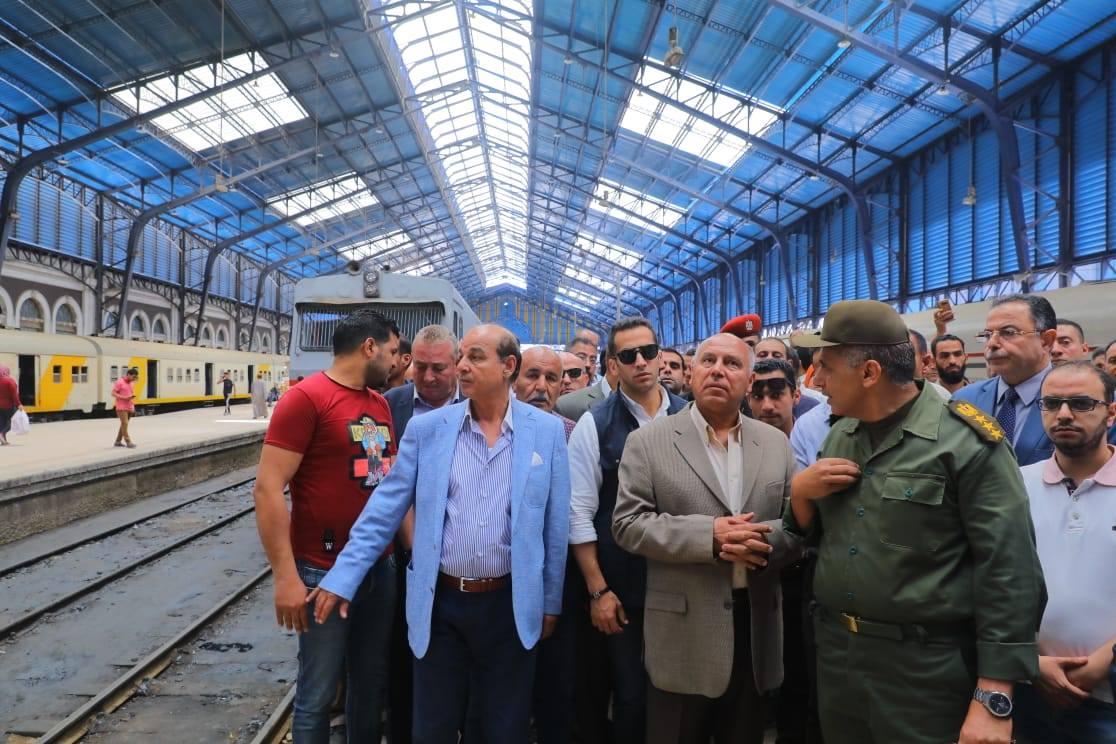 صور   وزير النقل يعلن تحويل قطار أبو قير لمترو بالجر الكهربائي