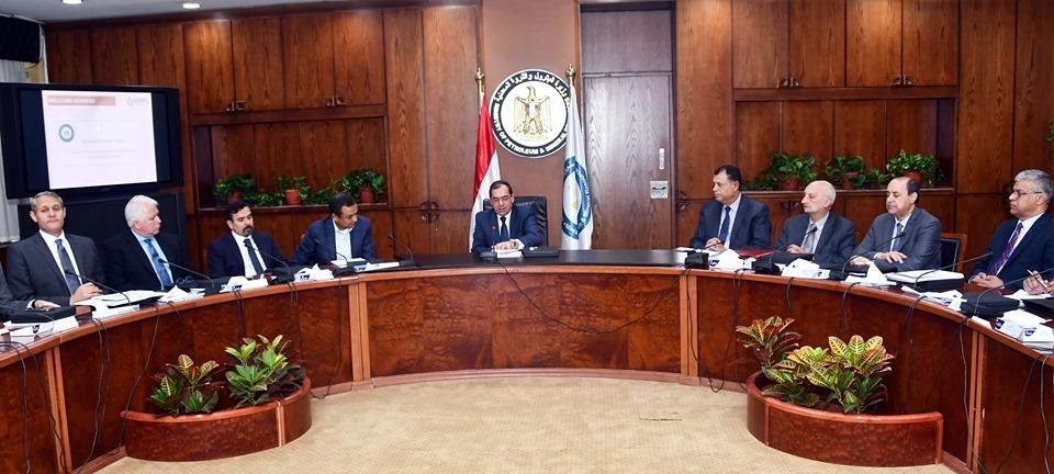 صور | طارق الملا يستعرض استعدادات وزارة البترول لتنظيم «إيجبس 2020»