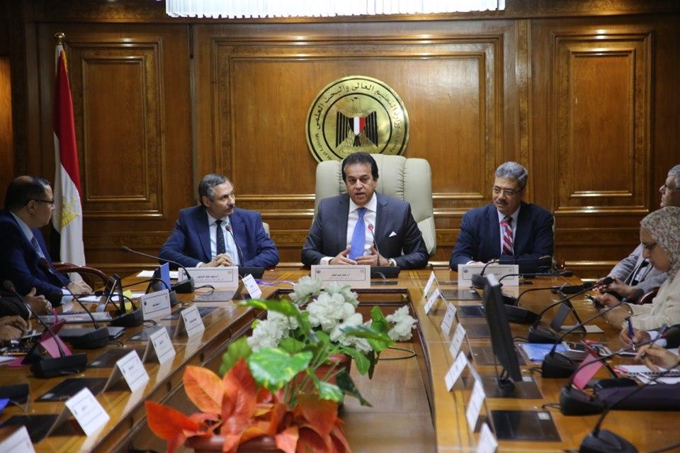 صور | وزير التعليم العالي يرأس اجتماع مجلس المراكز والمعاهد والهيئات البحثية