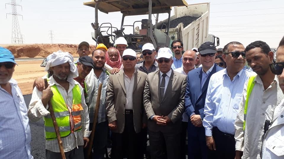 صور | وزير النقل يتابع أعمال انشاء وتنفيذ 3 محاور على النيل بأسوان وقنا بتكلفة 4.3 مليار جنيه