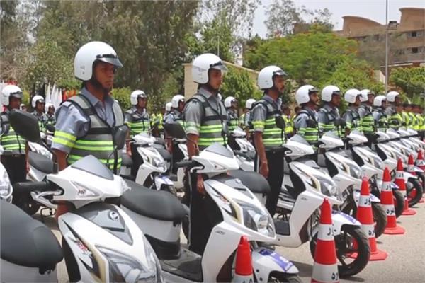 المرور: الاستعانة بمجندين من حملة المؤهلات العليا لتحقيق السيولة المرورية