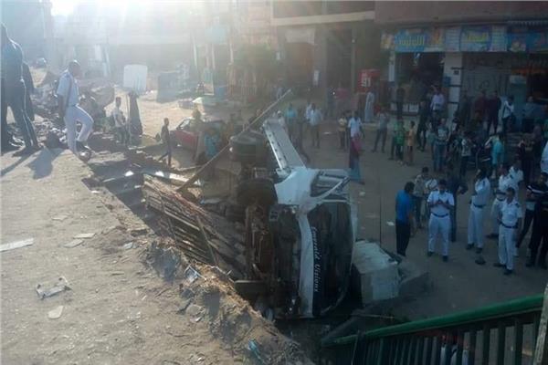 مصرع شخصين وإصابة 6 اخرين في حادث سقوط سيارة أسفل الدائري بـ المرج الجديدة