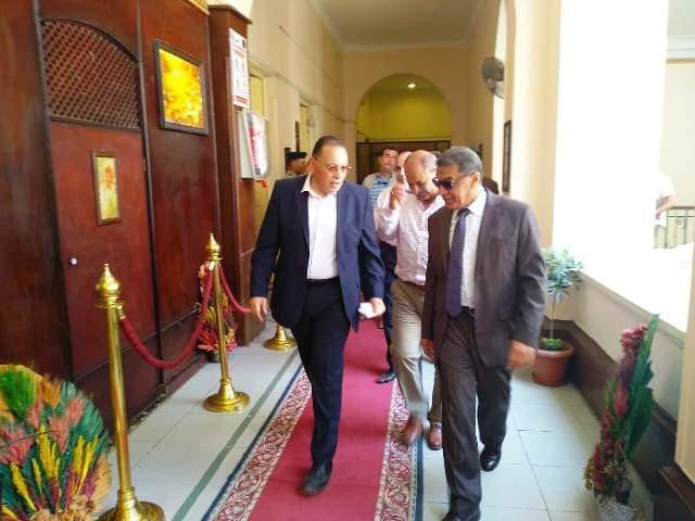 محافظ الشرقية يلتقي بـ مدير أمن الشرقية بمكتبه بمقر المديرية
