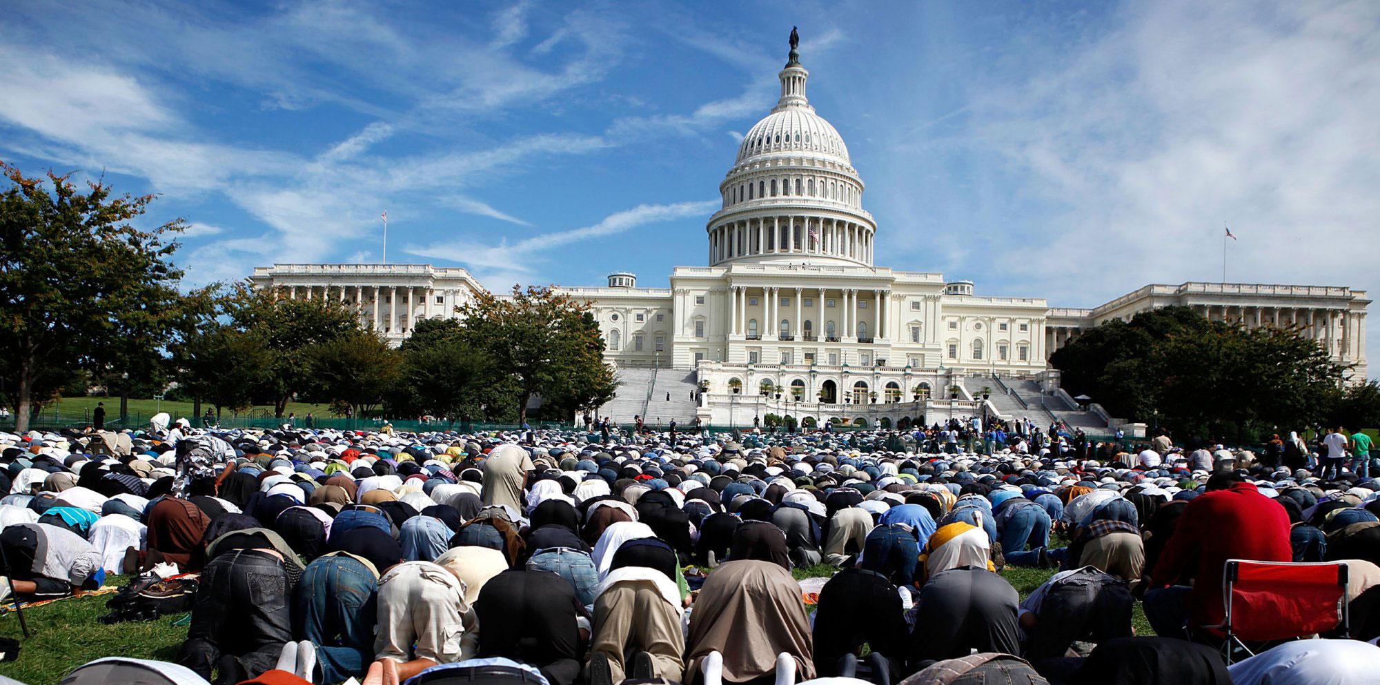 المسلمون في أمريكا يؤدون صلاة العيد في أجواء آمنة و مبهجة
