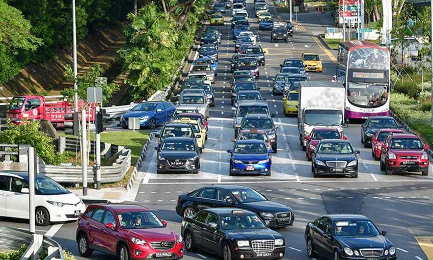 مهلة جديدة لسائقي السيارات التجارية لخفض تلوث البيئة في سنغافورة