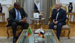 صور | وزير الإنتاج الحربى يبحث مع سفير بنين  سبل تعزيز التعاون المشترك