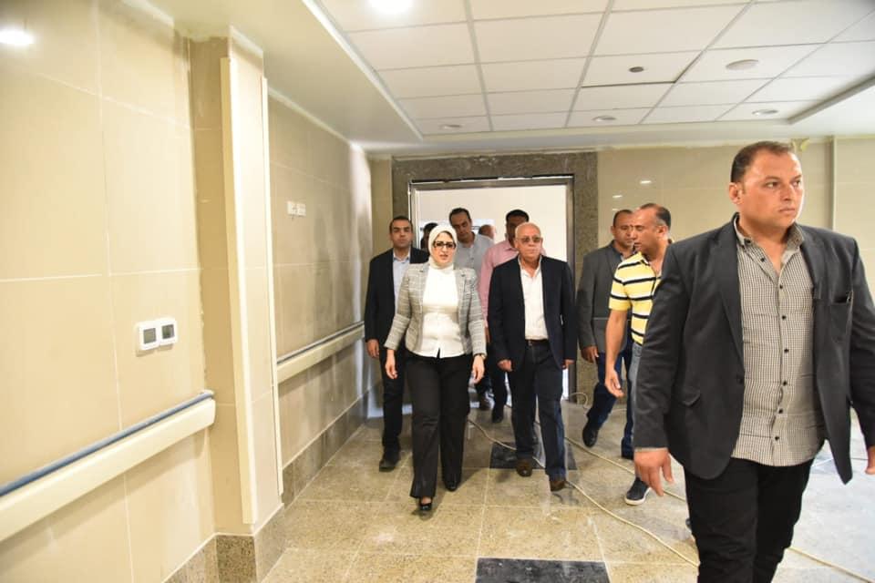 صور | وزيرة الصحة تتفقد مستشفى بورفؤاد العام وتشيد بمعدلات الإنجاز