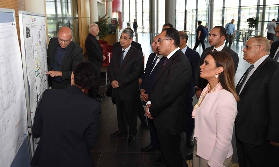 صور | رئيس الوزراء يزور مركز التحكم والتشغيل لشركة السكك الحديدية الألمانية