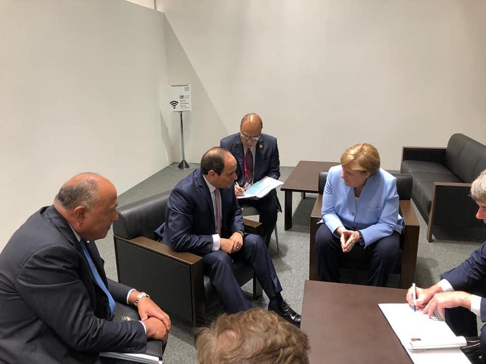 صور | الرئيس السيسي يلتقي المستشارة الألمانية على هامش قمة العشرين