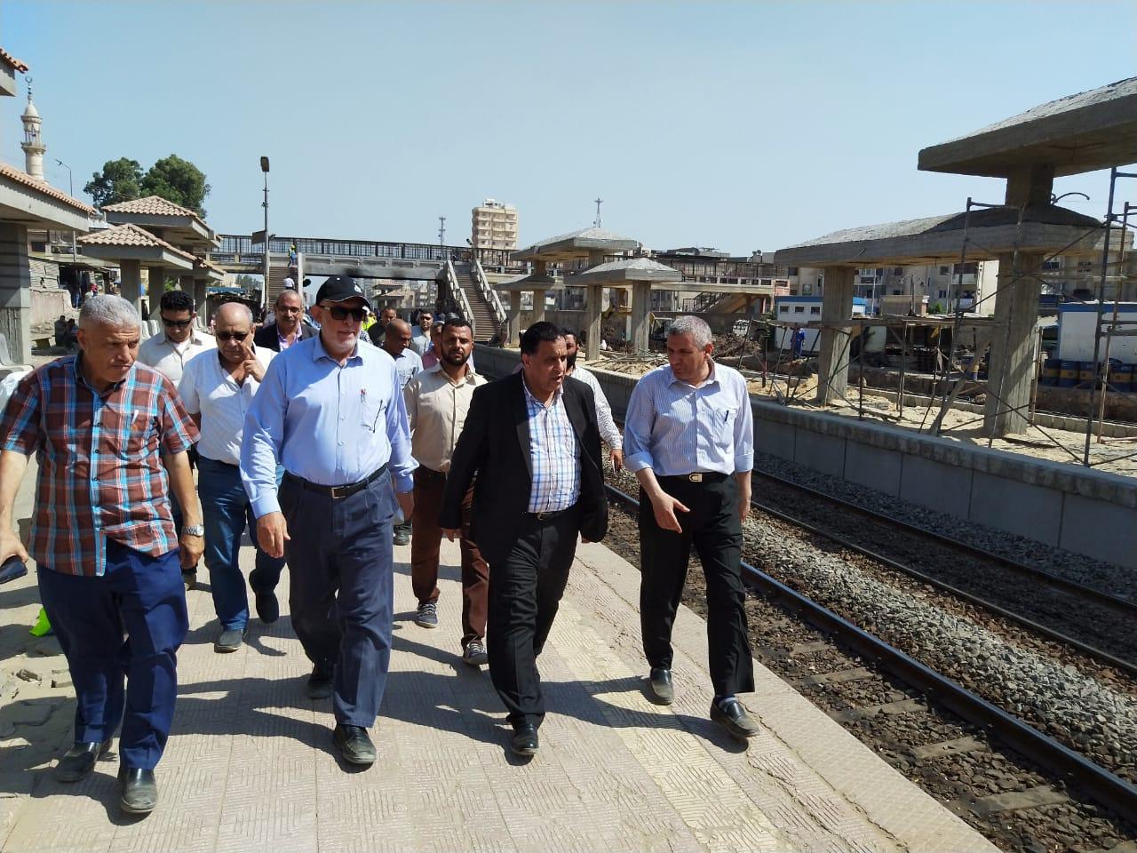 صور | رئيس هيئة السكة الحديد يقوم بجولة تفقدية بمنطقتي وسط وغرب الدلتا