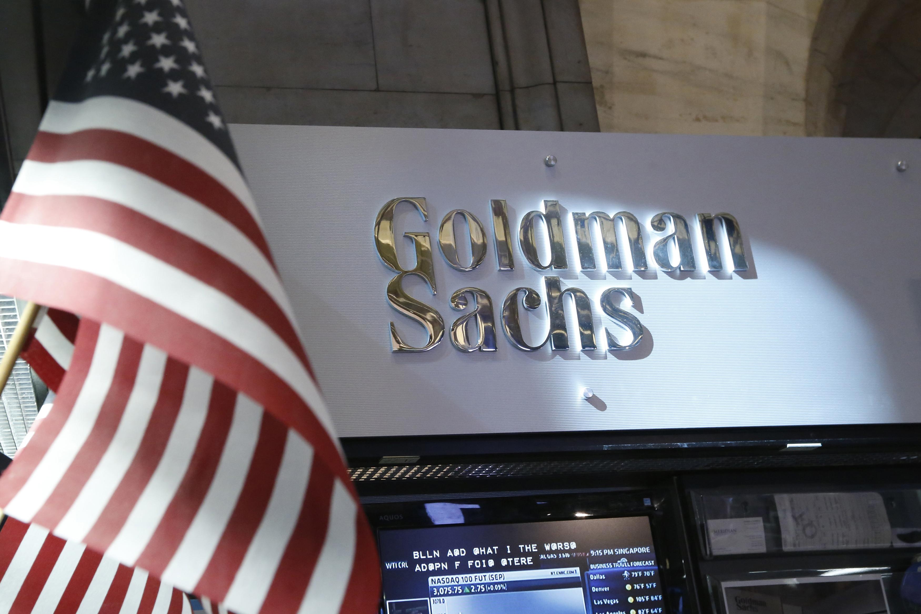 جولدمان ساكس يخفض توقعه لسعر برنت في الربع الثاني إلى 20 دولارا للبرميل