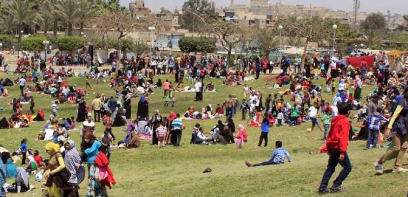 حدائق ومتنزهات المحافظات تواصل استقبال زائريها في ثاني أيام عيد الفطر