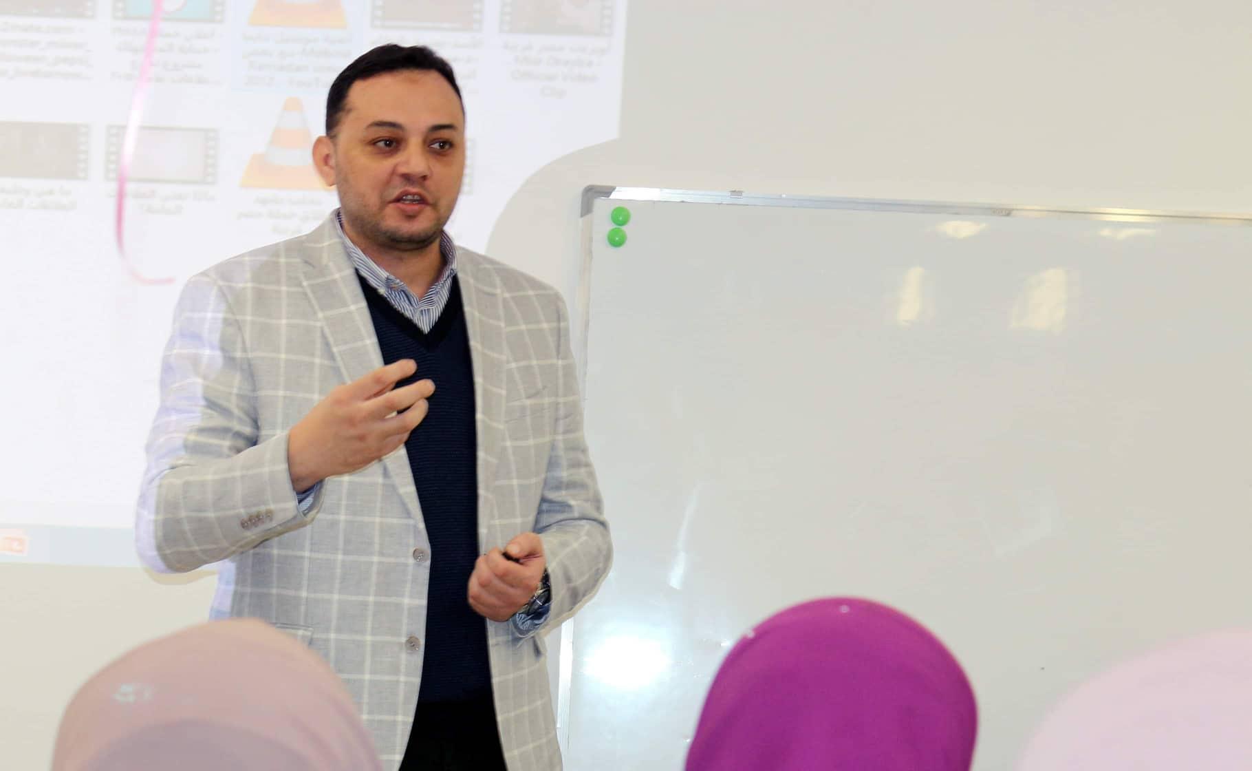 العلاقات العامة وفنون الاتصال محاضرة للباحث علي فرجاني بدار الأوبرا