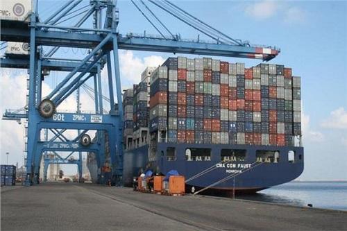 ميناء دمياط يستقبل 19 سفينة للحاويات والبضائع العامة اليوم