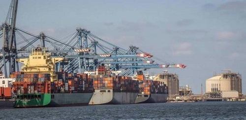 ميناء دمياط يستقبل 10 سفن حاويات وبضائع عامة