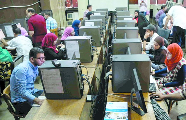 طلاب الشهادات المعادلة يبدأون فى تسجيل رغبات القبول بالجامعات للعام الجامعي الجديد