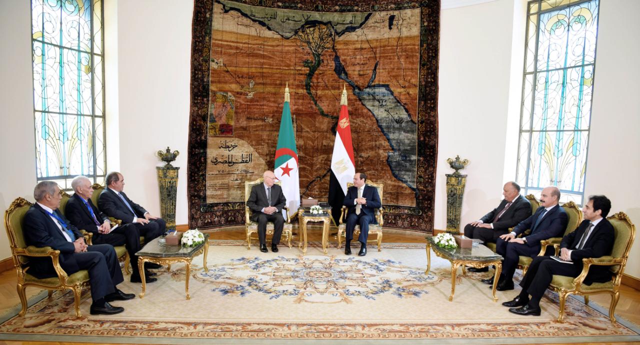 لقاء الرئيس السيسي بنظيره الجزائري يتصدر الصحف المصرية