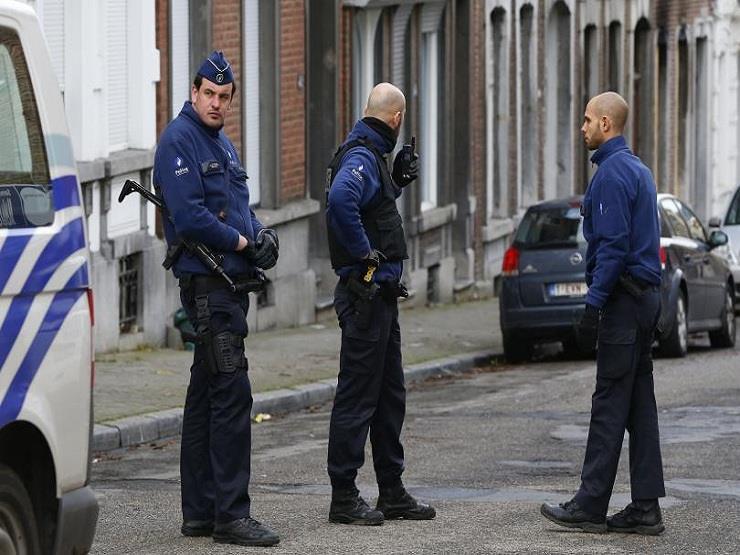 صحيفة : إصابة شرطيين يونانيين في هجوم على مركز للشرطة في أثينا
