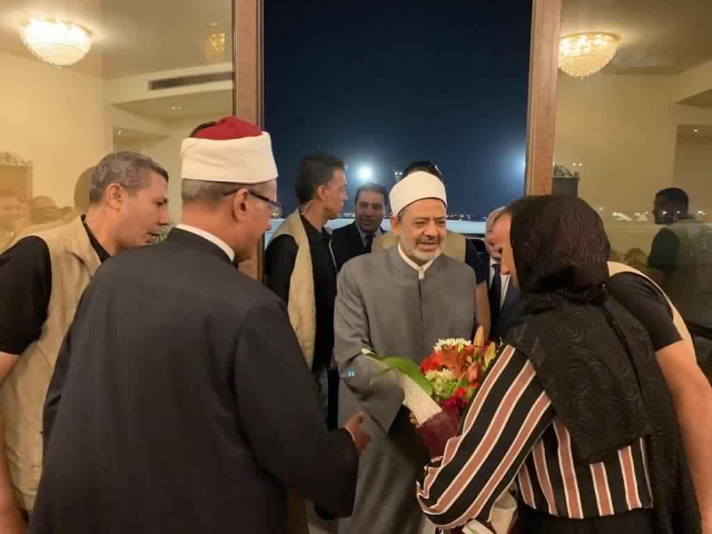 شيخ الأزهر يصل إلى القاهرة عقب رحلة علاجية لمدة أسبوعين