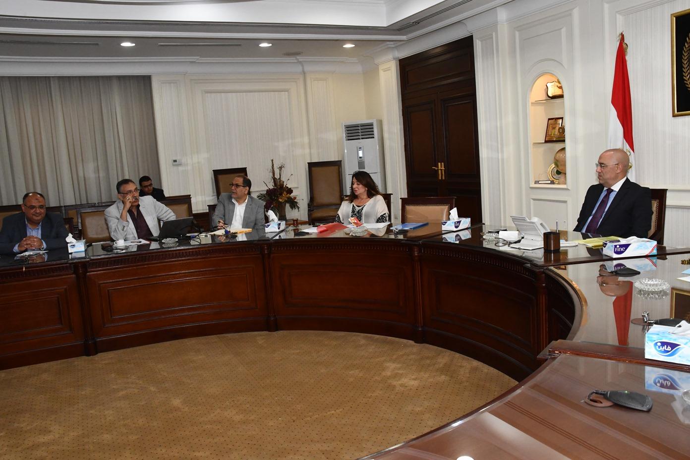 صور| وزير الإسكان يلتقي مسئولي برنامج الأمم المتحدة للمستوطنات البشرية