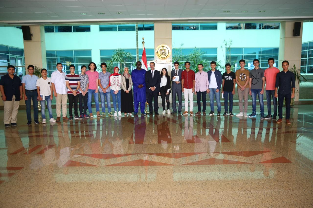 صور | وزير الاتصالات يكرم الطلاب الأوائل خريجي مبادرة مبرمجي المستقبل