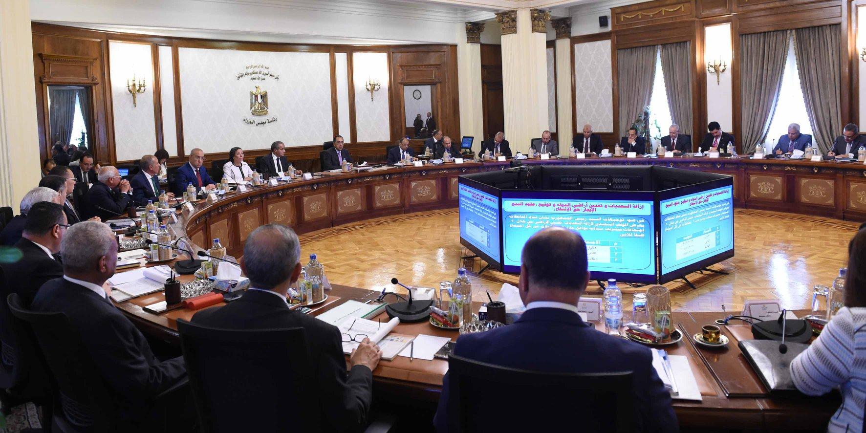 صور   رئيس الوزراء يُشدد على الإسراع  في تنفيذ قانون التصالح في بعض مخالفات البناء