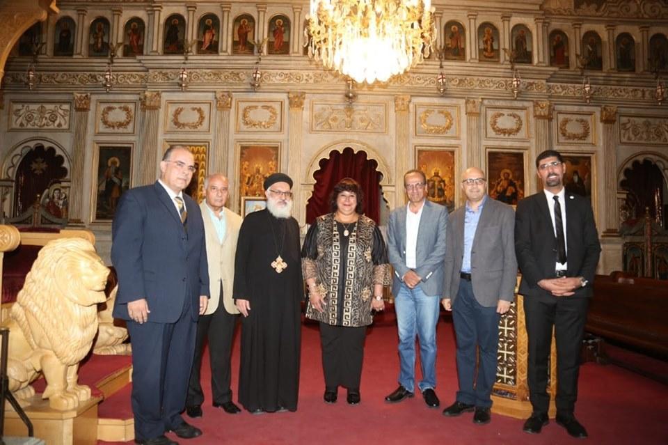 صور   وزيرة الثقافة ونائب البابا تواضروس يفتتحون معرض الكتاب الثالث بالكنيسة المرقسية