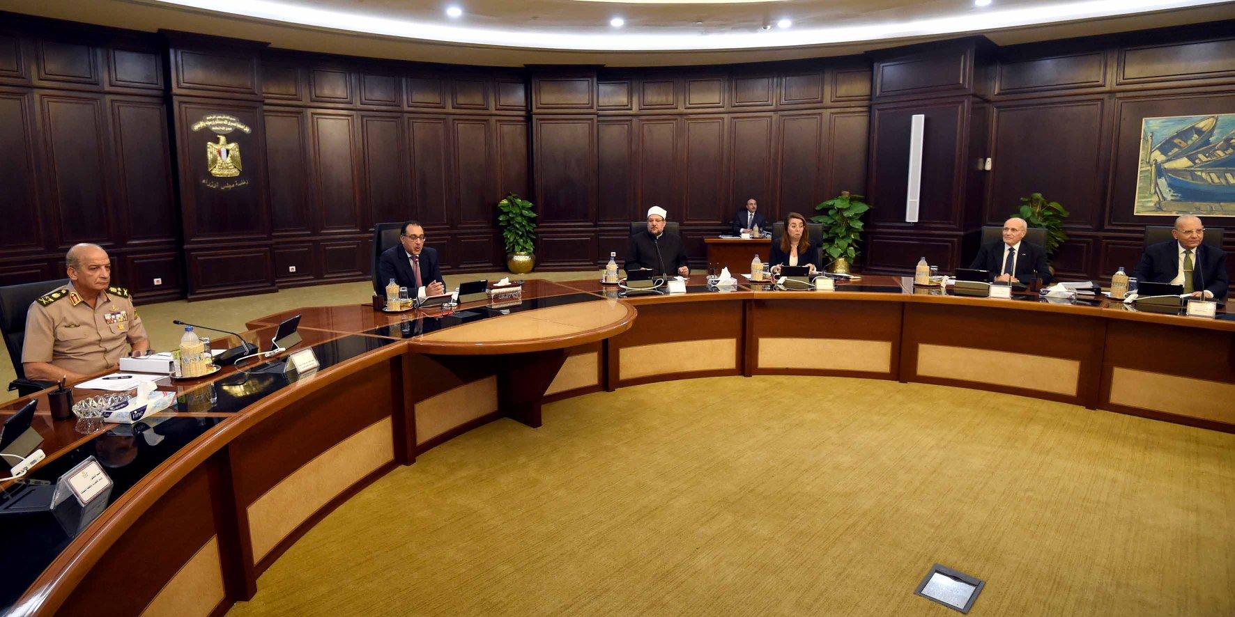 رئيس الوزراء يترأس اجتماع الحكومة بالعلمين الجديدة ويتفقد عددا من المشروعات